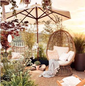 Baser Sonnenschirmständer Garten Sessel Idylle gemütlich