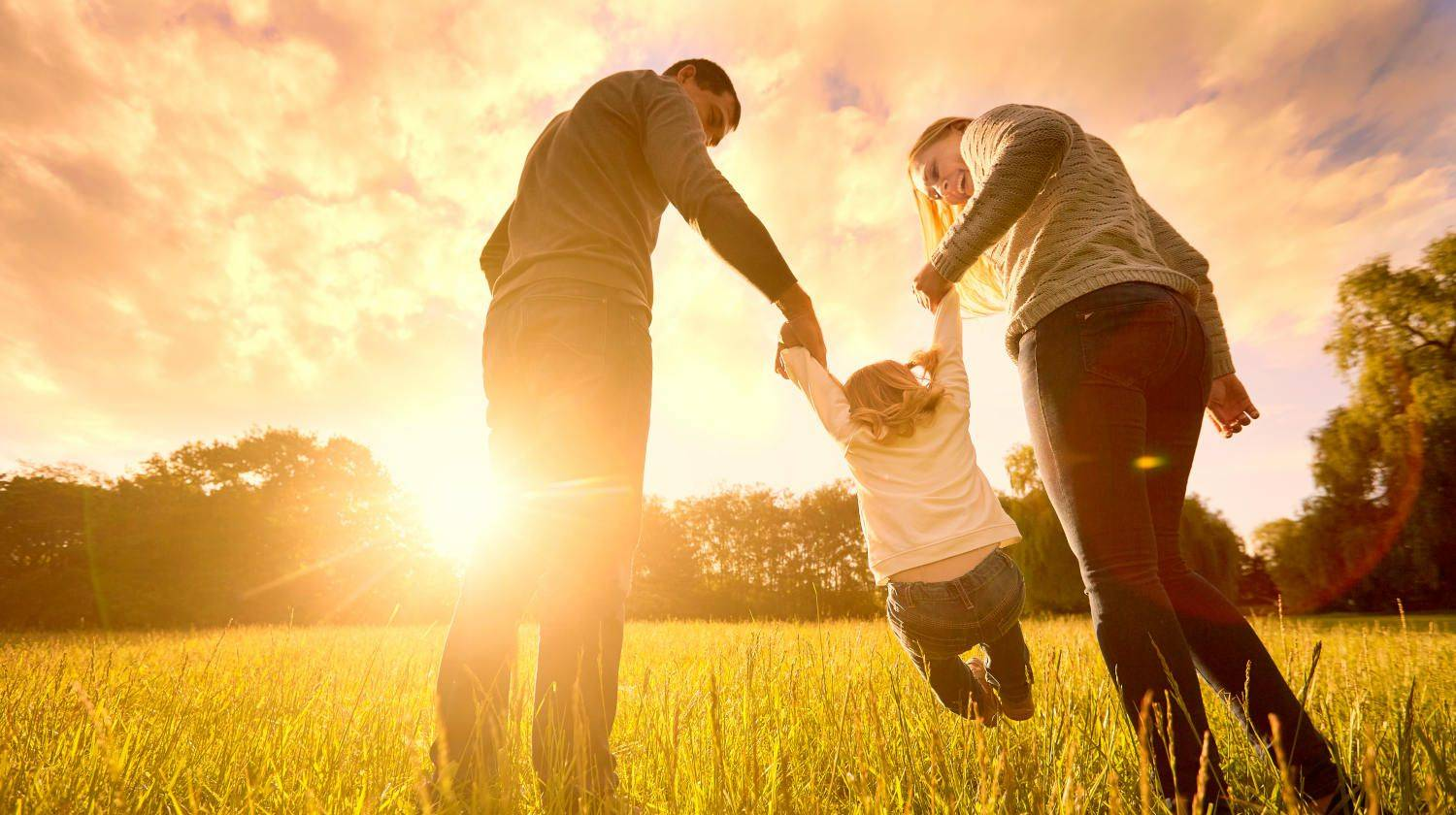 Happy family in the park evening ligh   Beyond Positive Thinking: The Science Of Thought   how does brain works   Featured