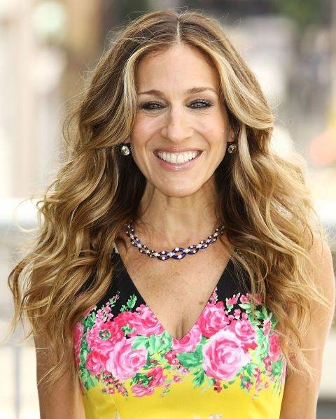 Sarah Jessica Parker with long blonde voluminous loose curly hair