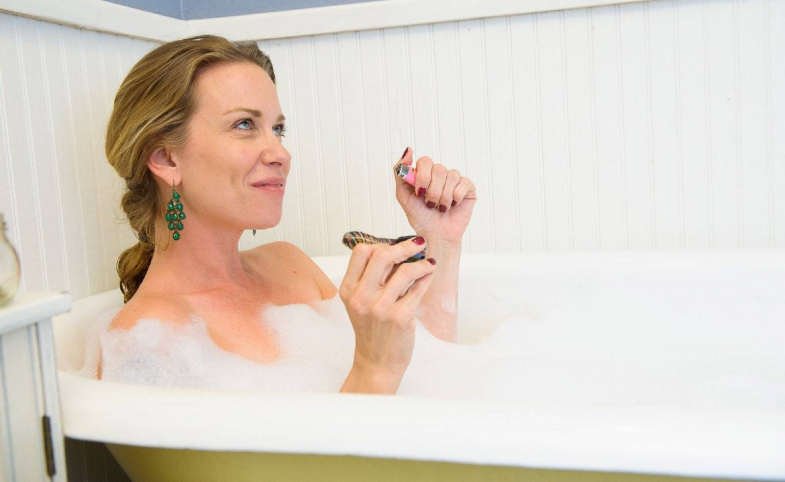 Mom Smoking Bathtub