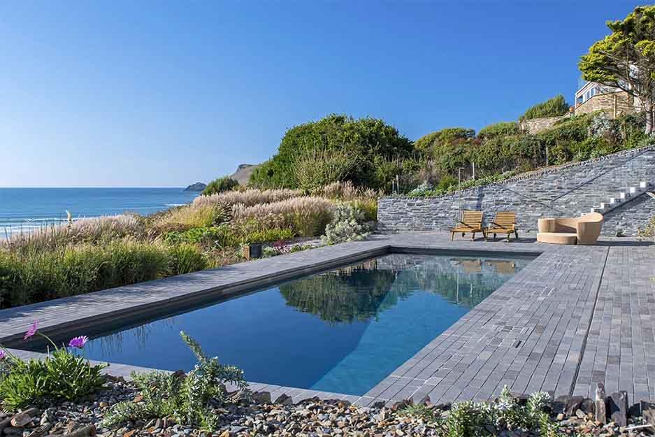 Luxury Exterior Swimming Pool Build   Deep End Pools