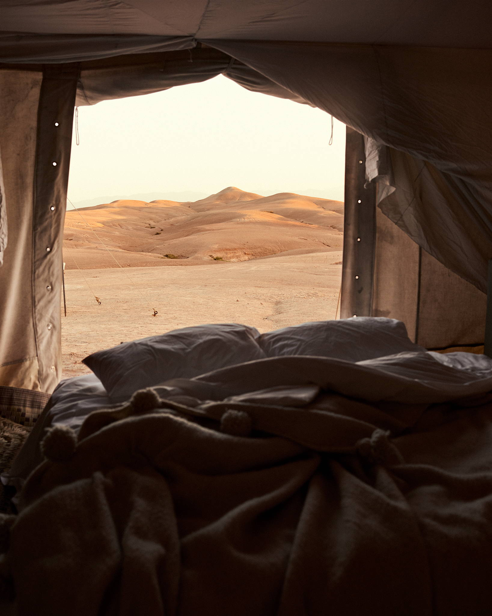 bed inspiration in desert dunes