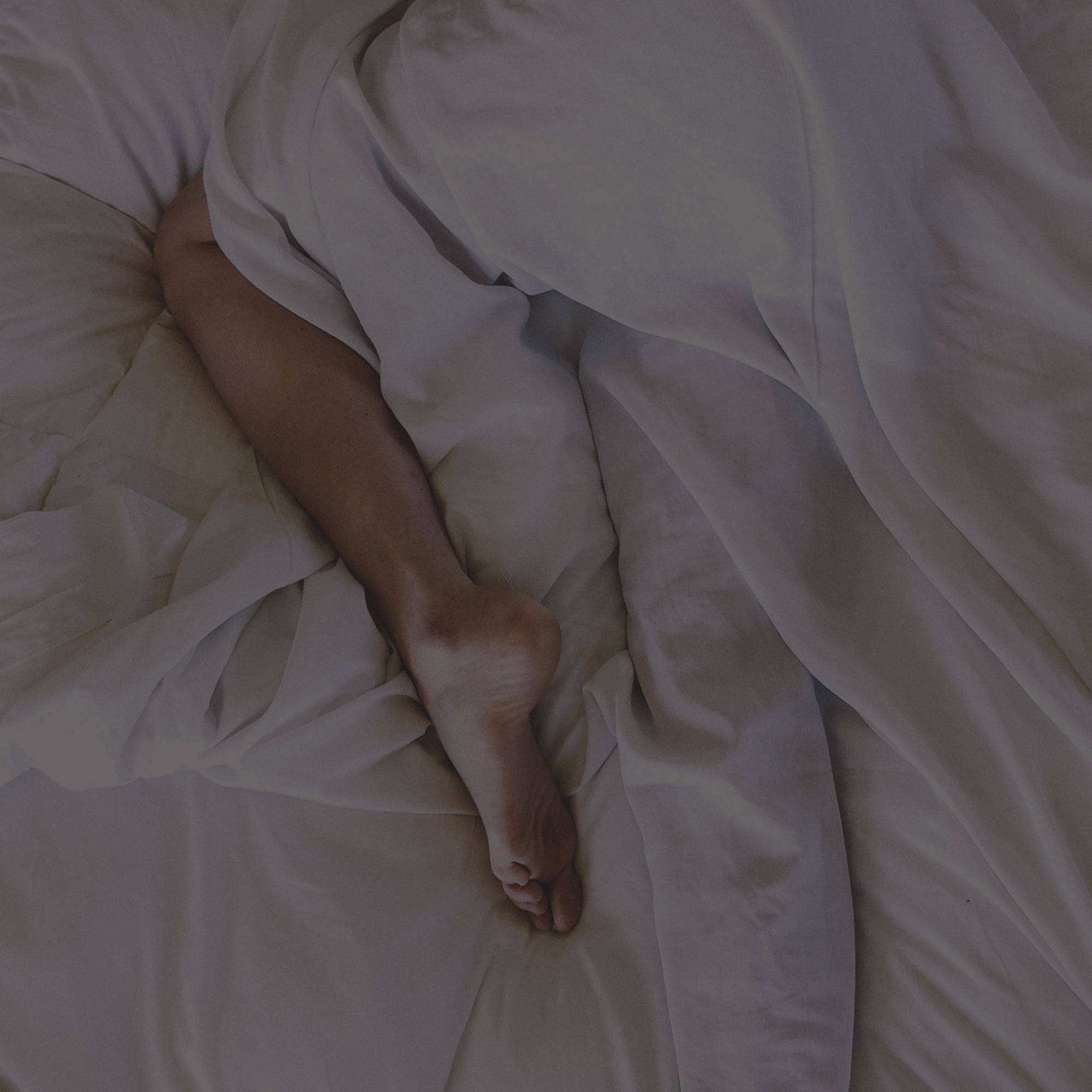 why you should sleep naked bedding