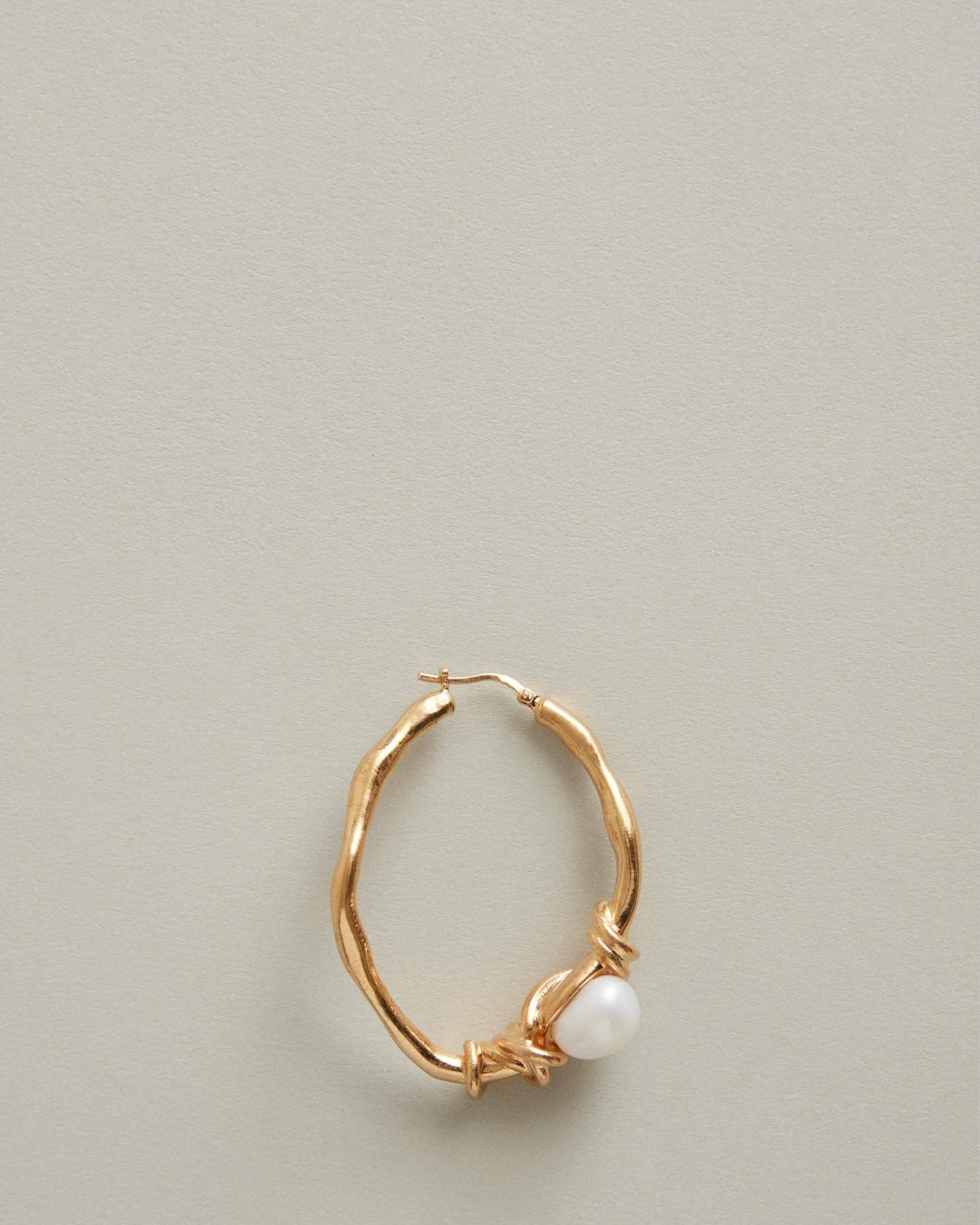 /products/allison-single-creole-earring-with-baroque-pearl