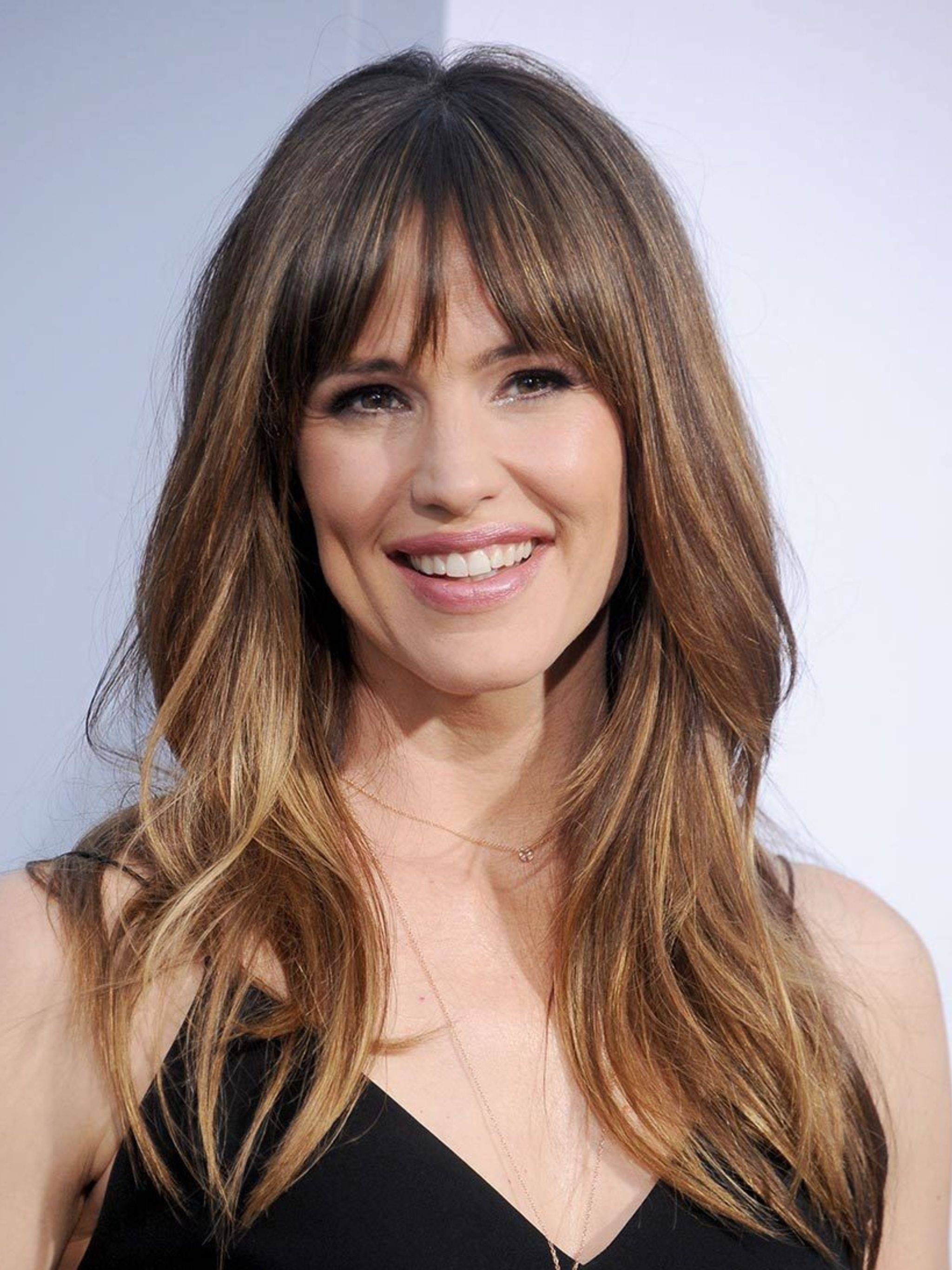Jennifer Garner with layers and feathered bangs