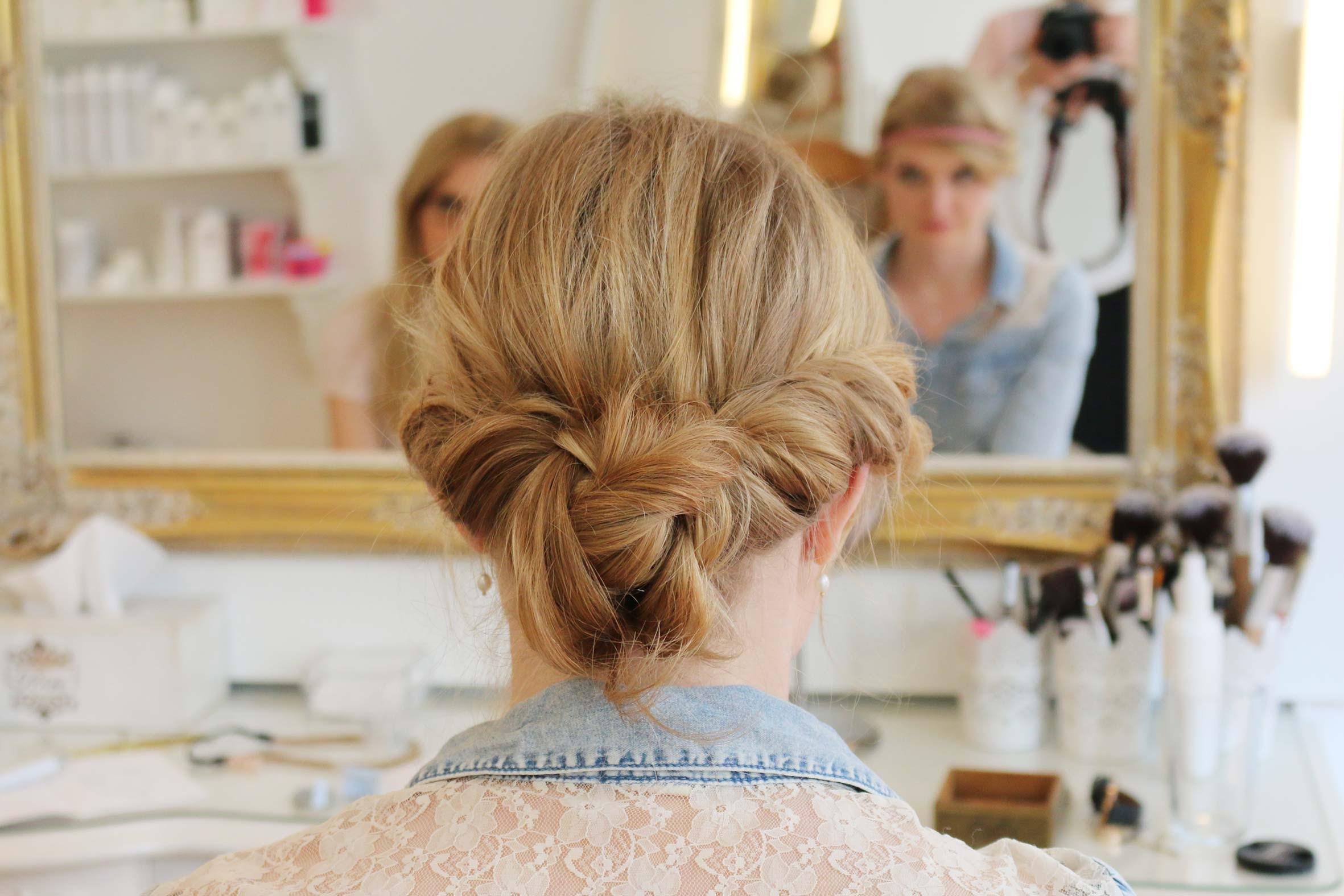 lerne im flechtfrisuren workshop von püppikram, dir selbst deine Haare zu flechten und hochzustecken