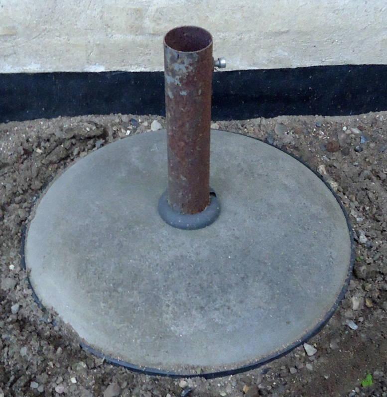 parasolfod beton med rustet rør