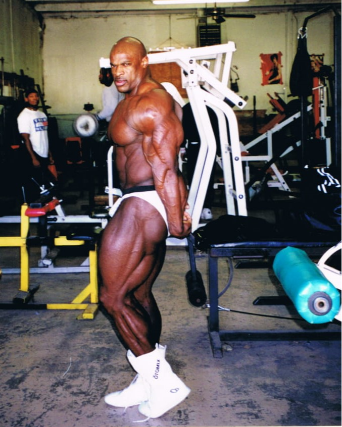 Ronnie Coleman rare photos 2 weeks out from the arnold classic 2001
