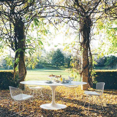 Knoll Outdoor - Saarinen Outdoor Dining Table + Bertoia Side Chair