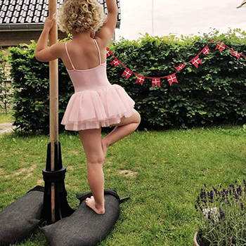 Baser Sonnenschirmständer Sandsack Ballerina Tanzen Ballett Garten dänisch Dänemark
