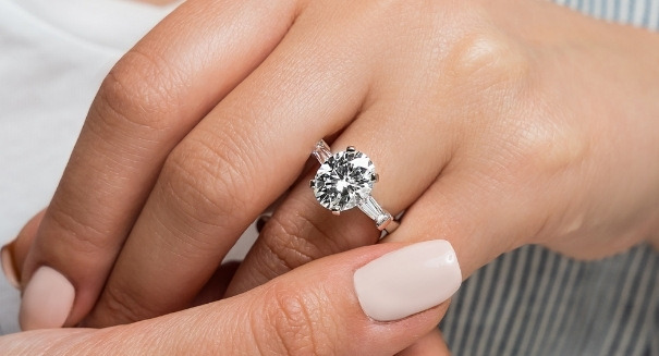 2 carat oval cut lab grown diamond engagement ring with side stones