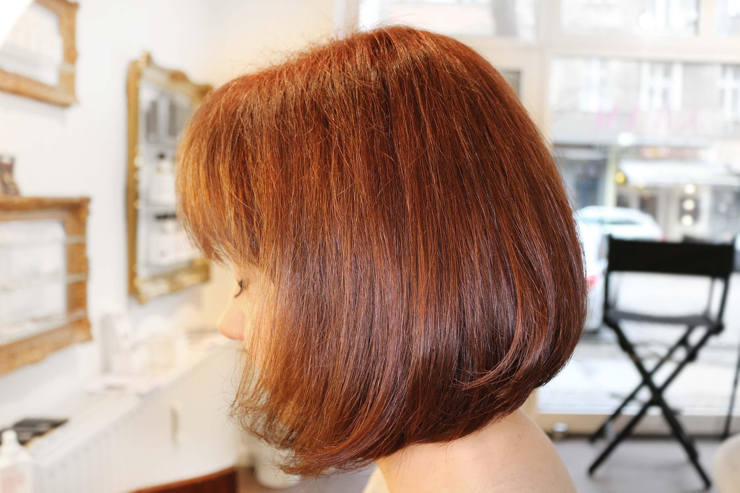 rote haare als komplettfärbung vom püppikram friseur salon