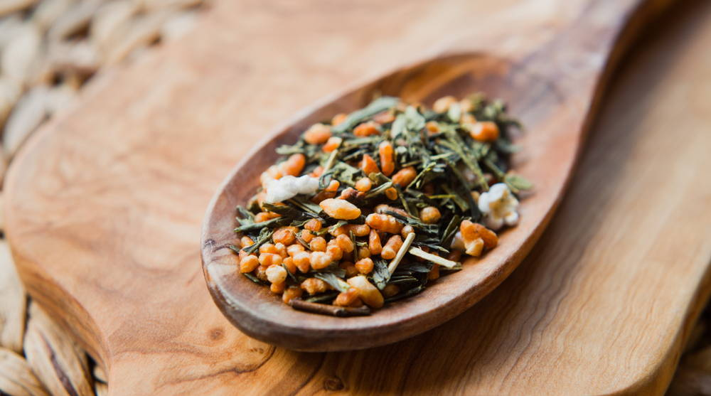 Genmaicha tea leaves with brown rice