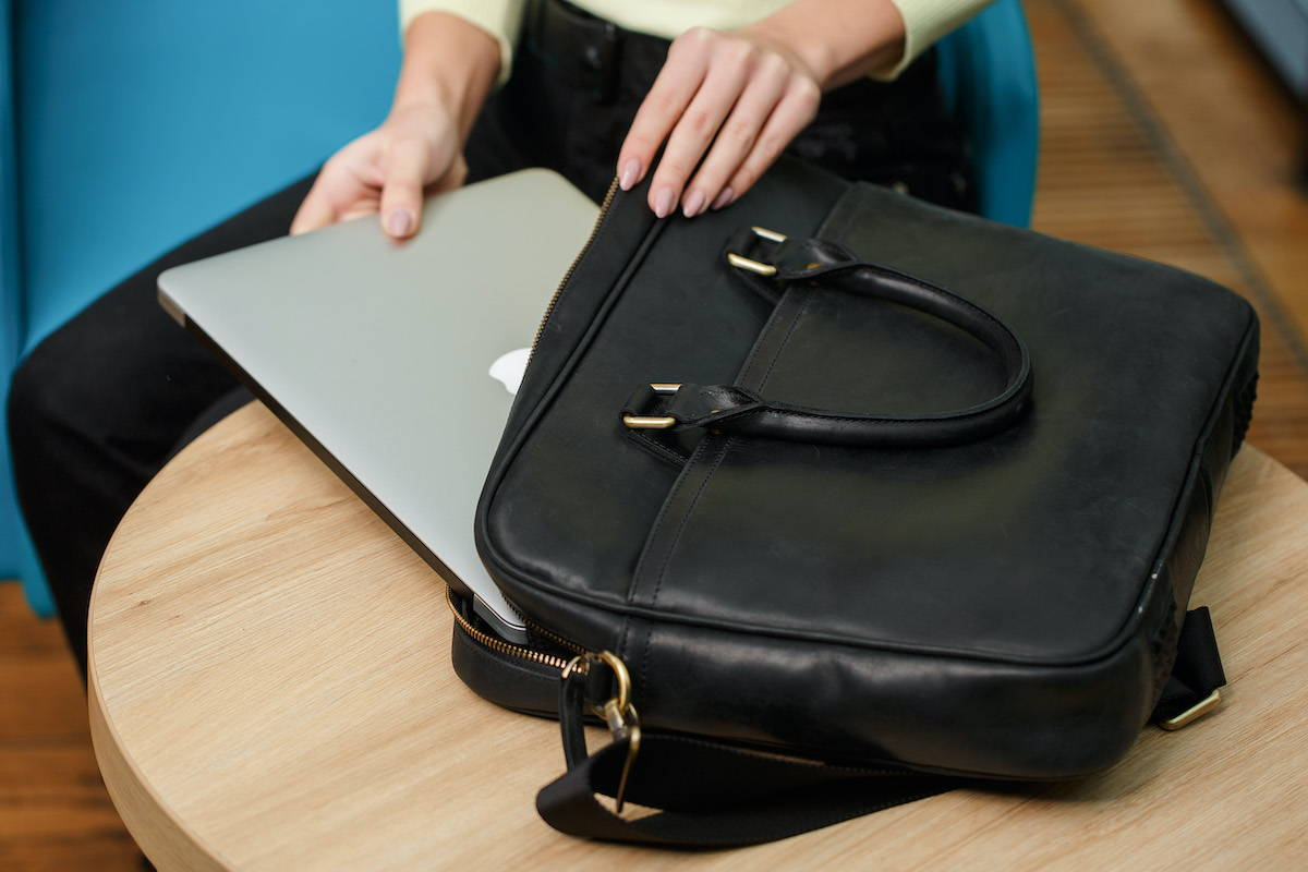 getting macbook out of leather bag