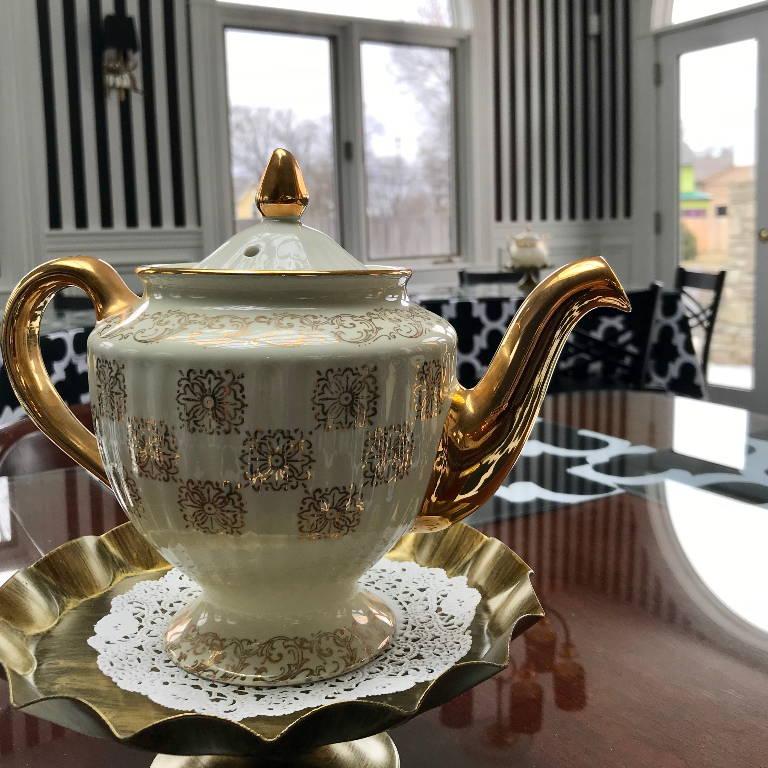 Doscher's Tea Room Pot 2