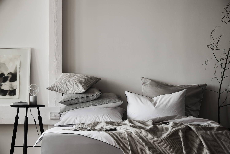 Schlafzimmer Lagom-Look Tagesdecke und Bettwäsche