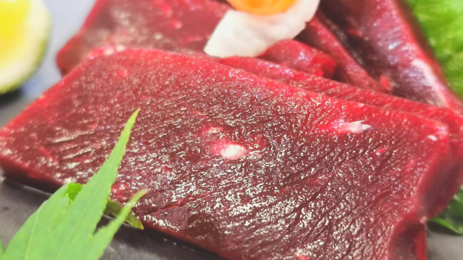 くじら赤肉の刺身