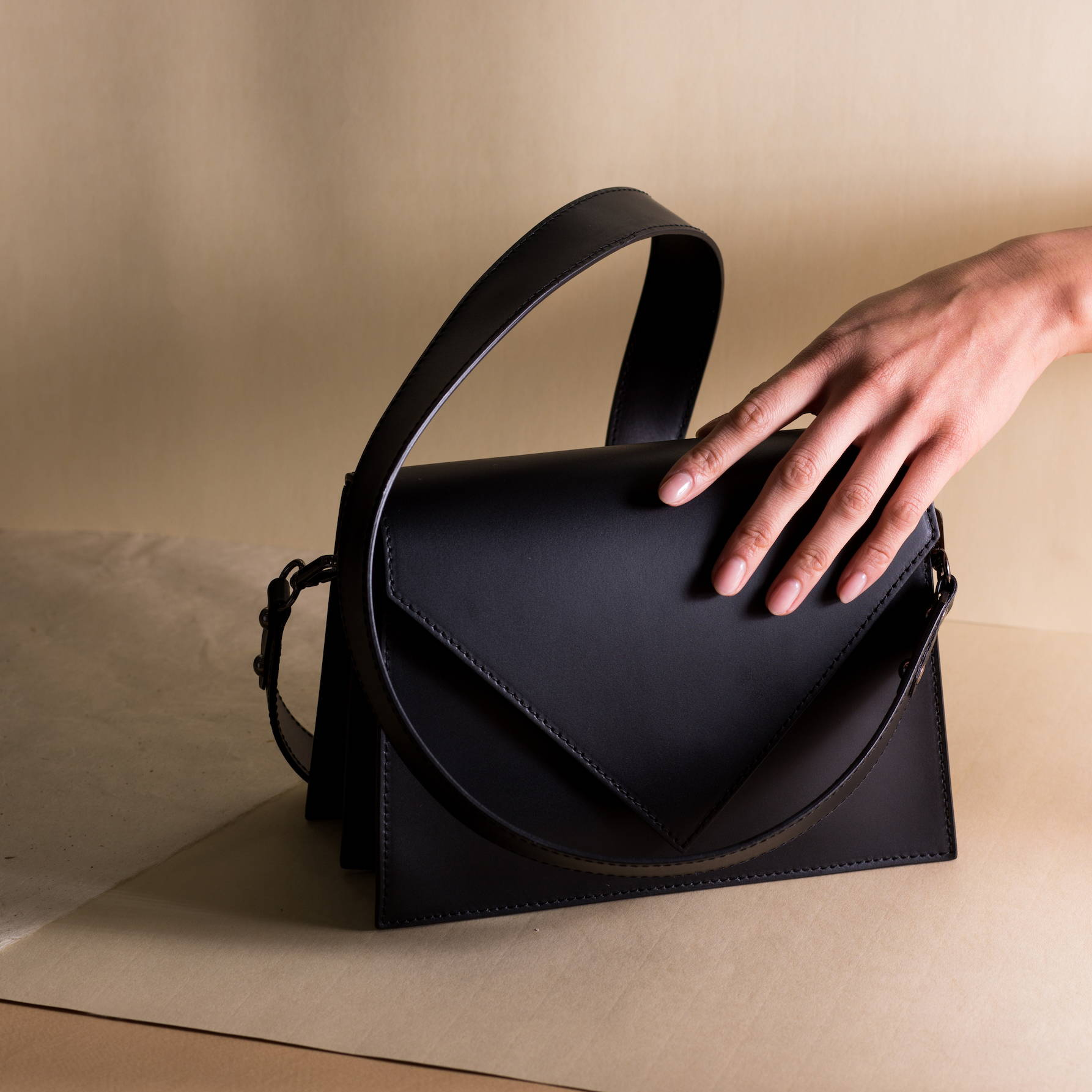 Vestirsi CLAIRE Leather Handbag made in Italy with black smooth Italian leather