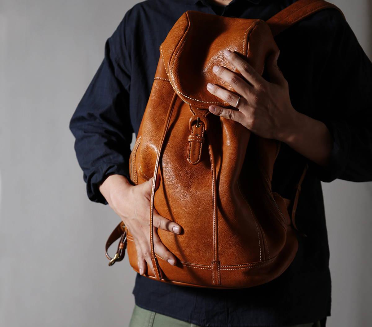 人の手のあたたかさの中で、うまれて、生きる鞄を。