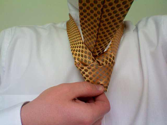 How to tie a half windsor knot step 10