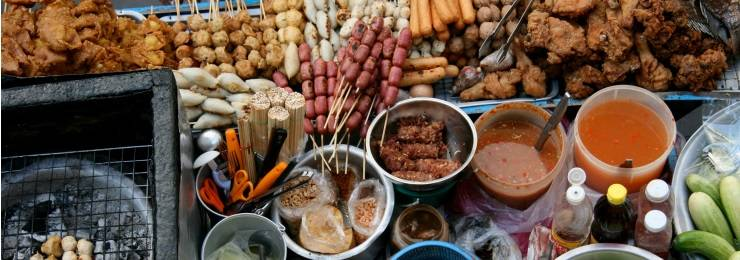 Enjoy the mouthwatering street foods in Thailand