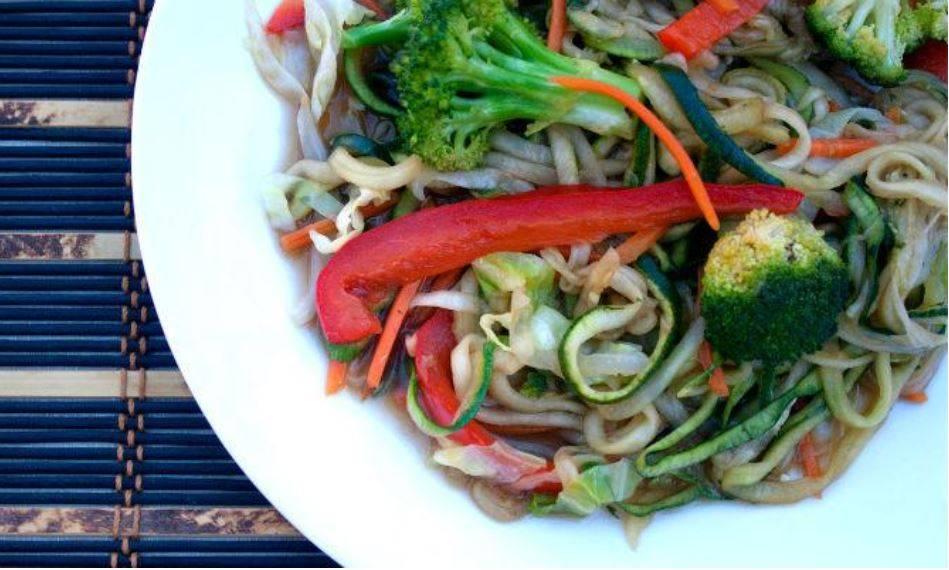 vegan-keto-stir-fry-zoodles