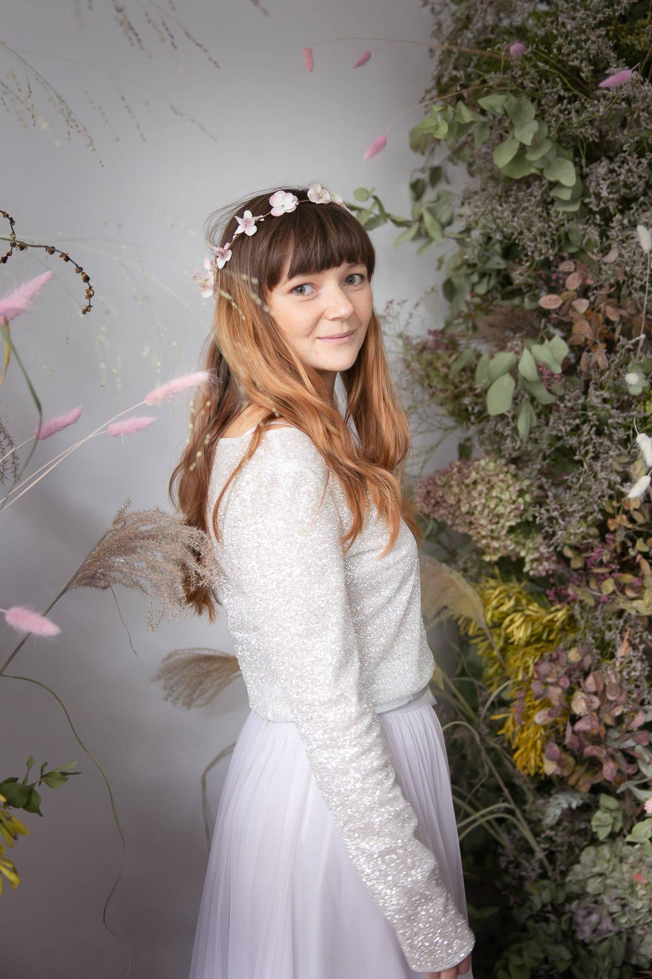 noni Brautkleider, modernes Brautkleid mit Glitzer-Top und kurzem Tüllrock