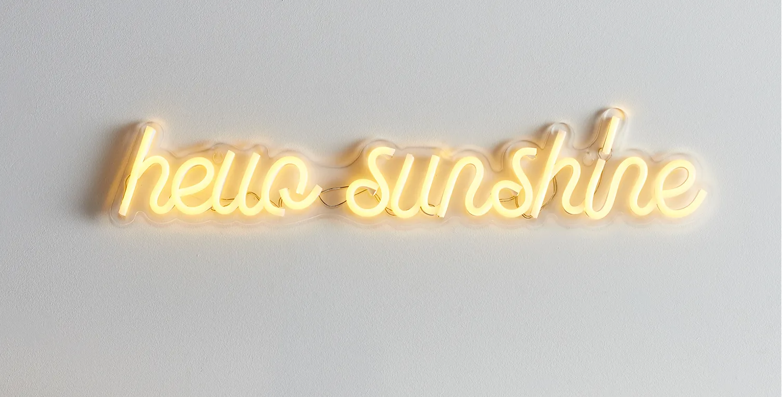Lampe néon allumée Hello Sunshine