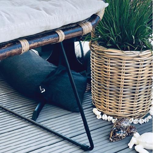 Baser Sonnenschirmständer Sandsack dunkelgrau Sonnenliege Holzterrasse Pflanzentopf Bambus