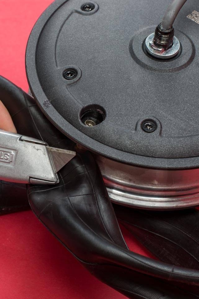 Xiaomi Mi M365 Electric Scooter tyre change tire puncture front wheel release valve cutout