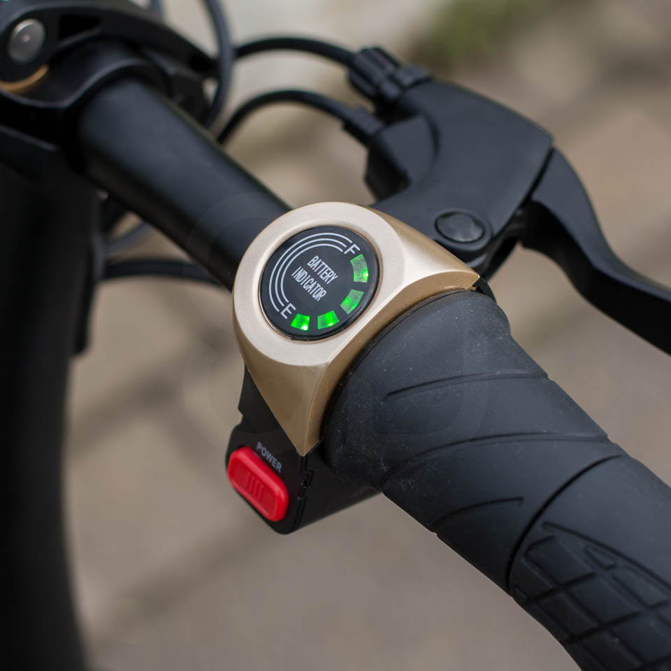 InMotion P1F hybrid scooter ebike charge indicator and throttle