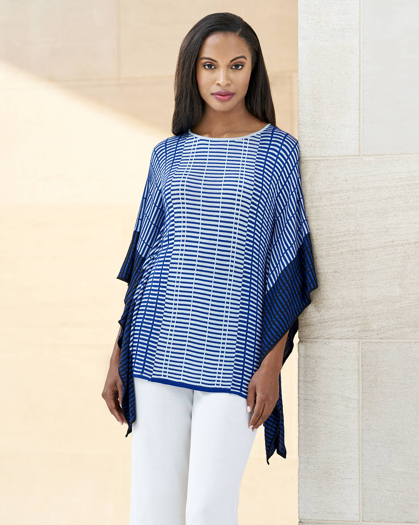 Grid Pattern Knit Poncho Paired with White Pants
