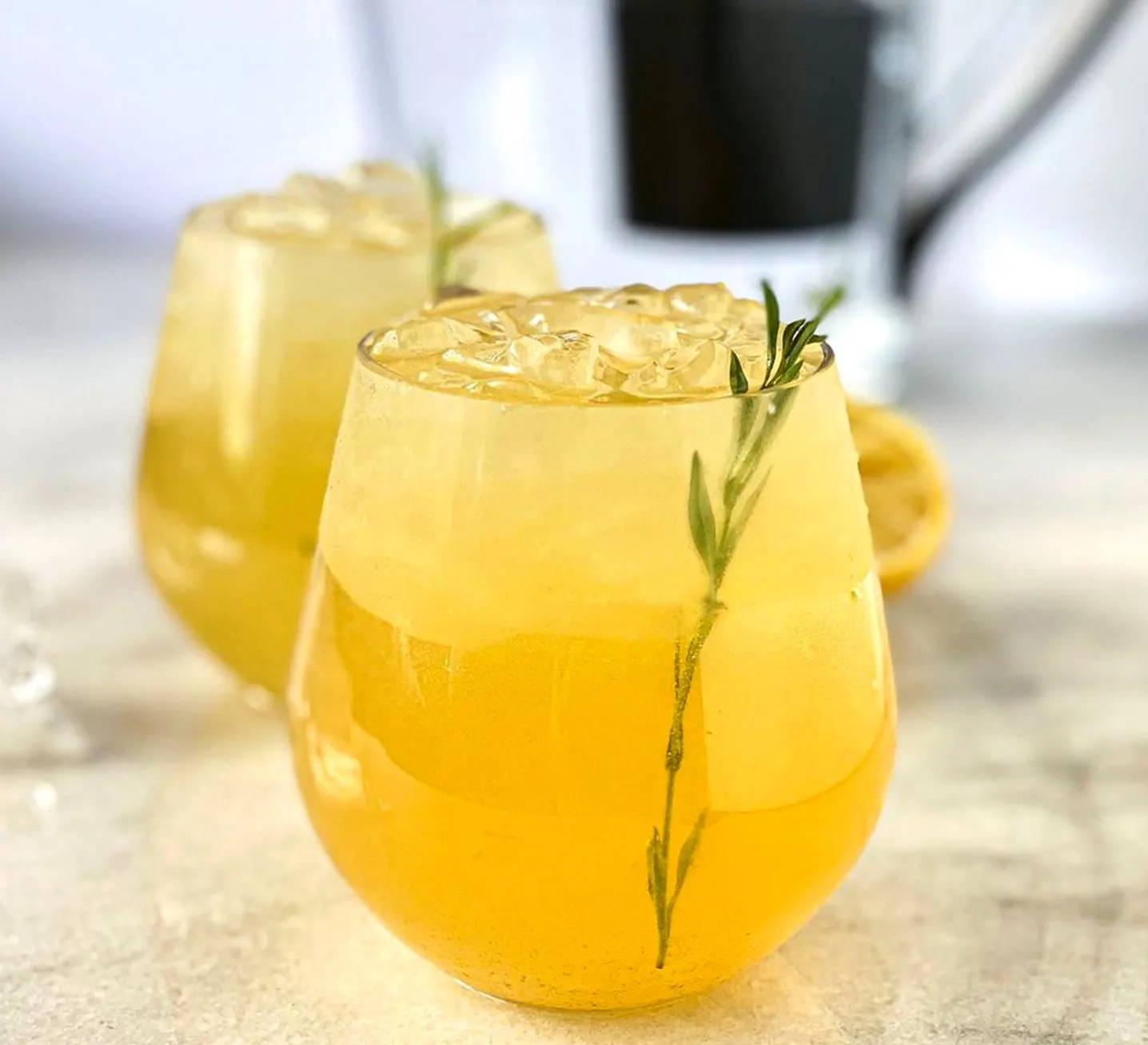 Iced alkaline green tea lemonade