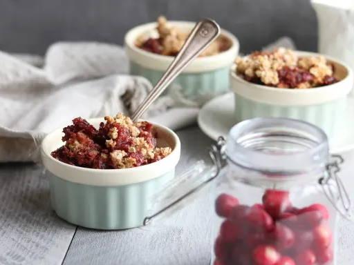 Recette santé de crumble dattes et canneberges signée Isabelle Huot Docteure en nutrition