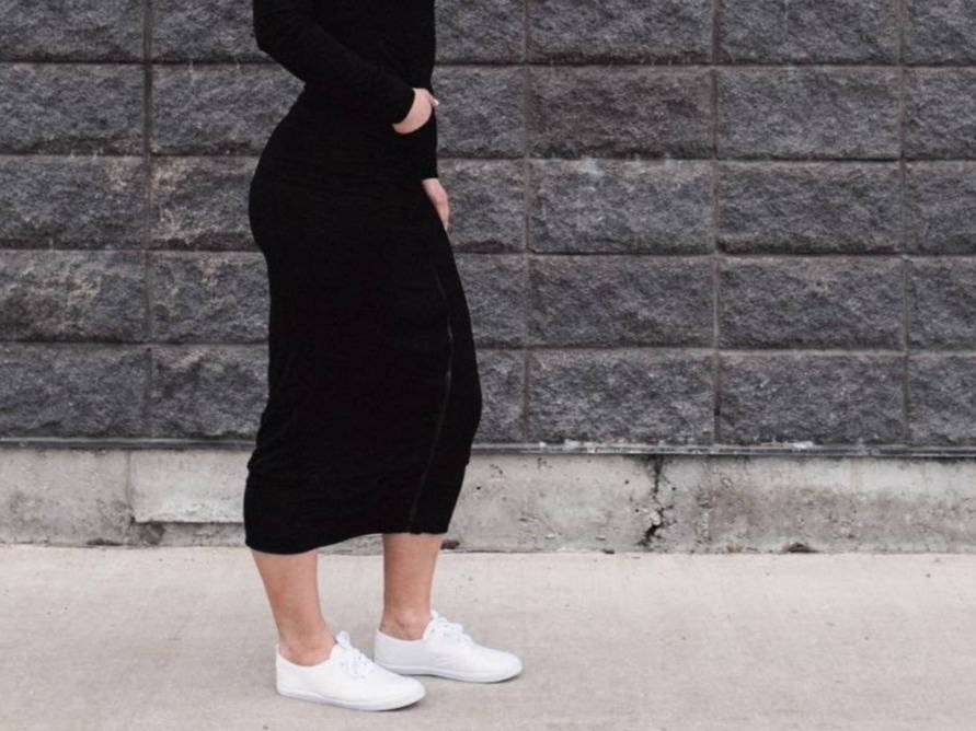 STYLING WHITE SNEAKERS