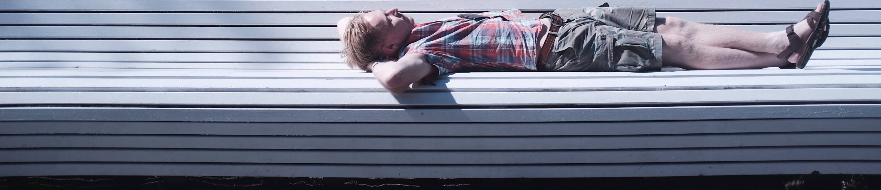 remfit lack of sleep guide. man asleep on a bench