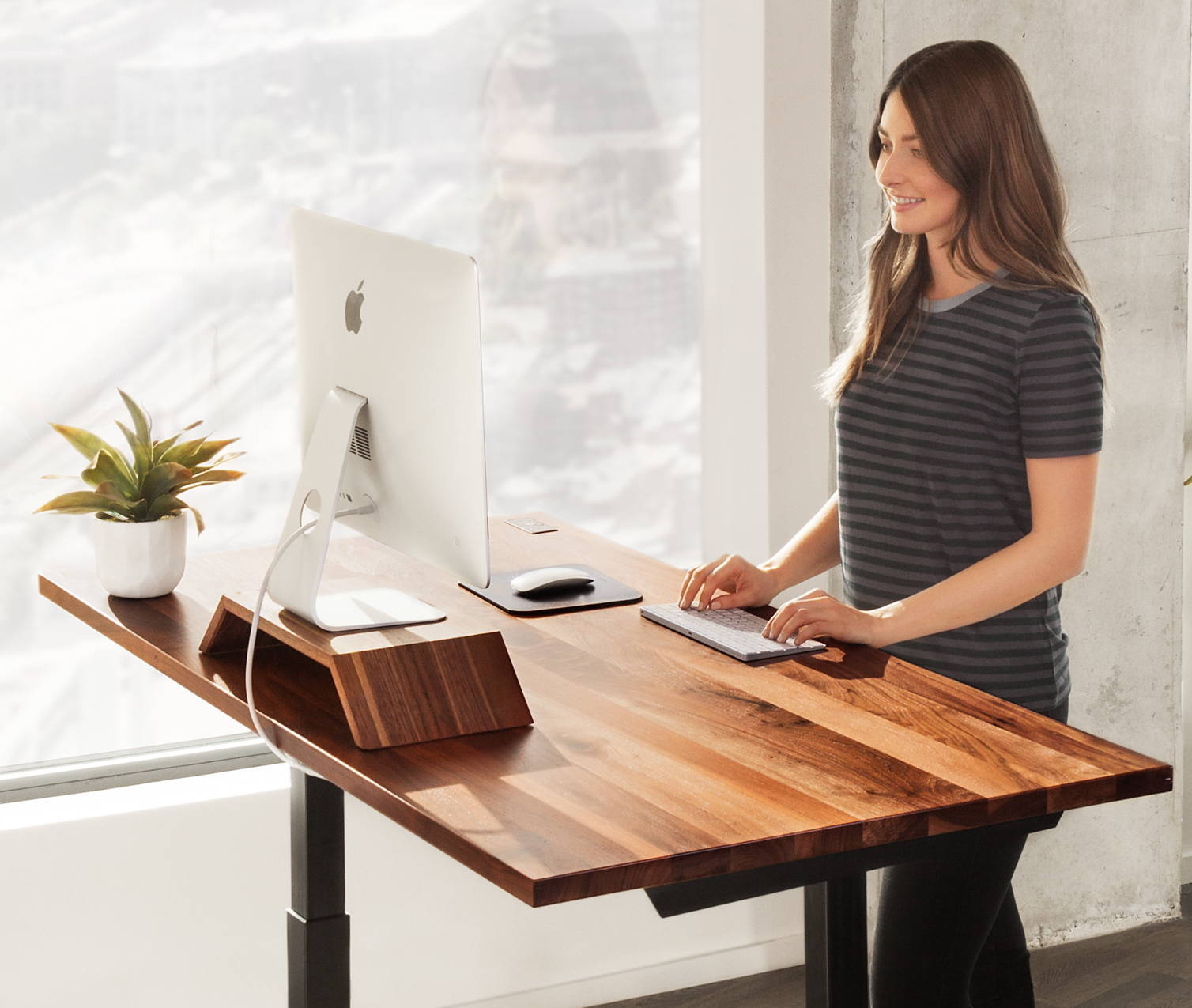 Why Standing Desks Should Be In Every >> 9 Reasons Why You Need A Standing Desk From Ergonofis