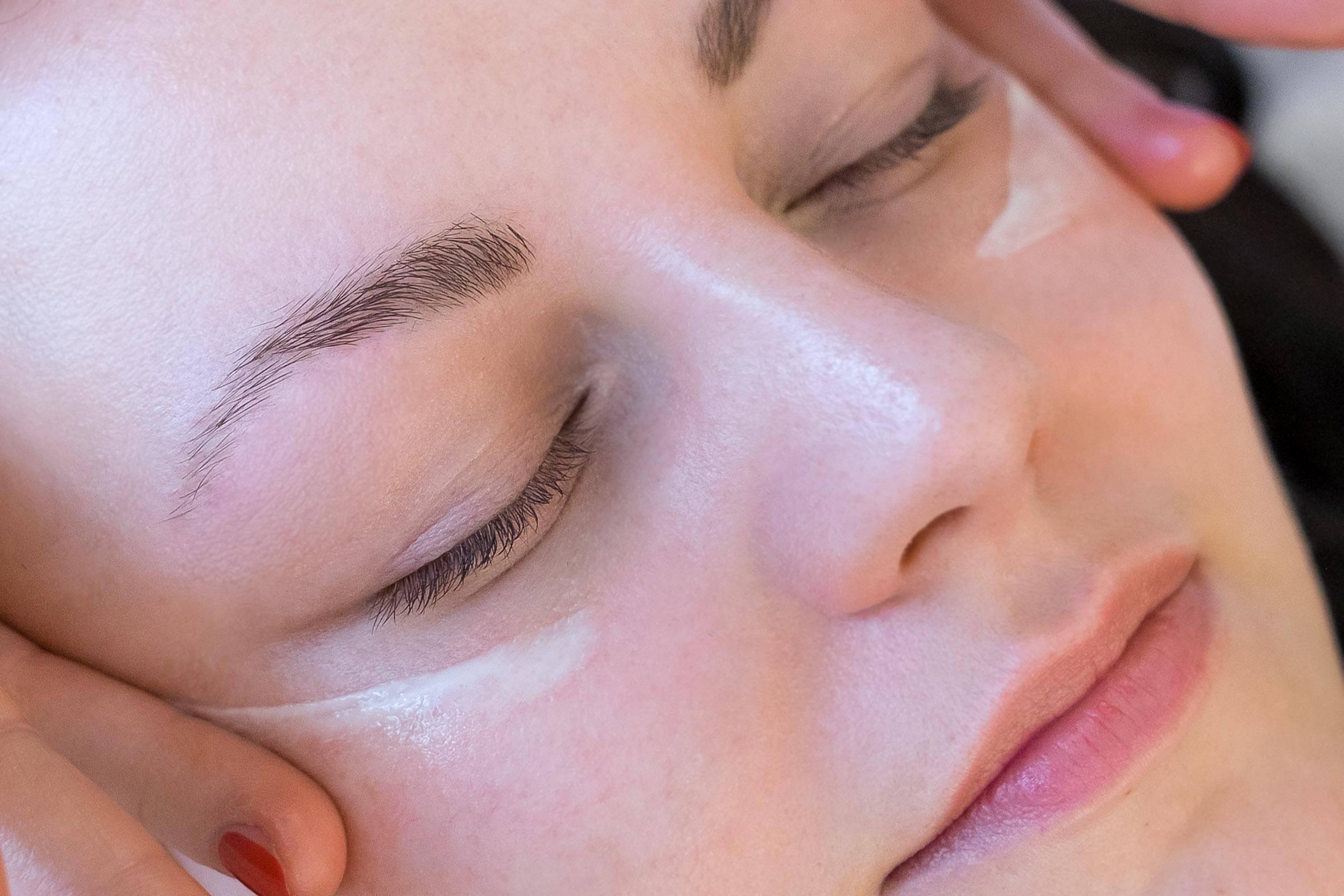 wie du deine haut am besten pflegst, erfährst du bei der hautanalyse und pflegeberatung bei der kosmetikerin von püppikram
