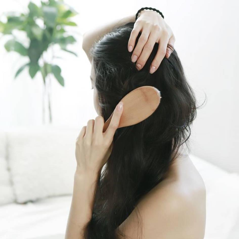 brosser ses cheveux