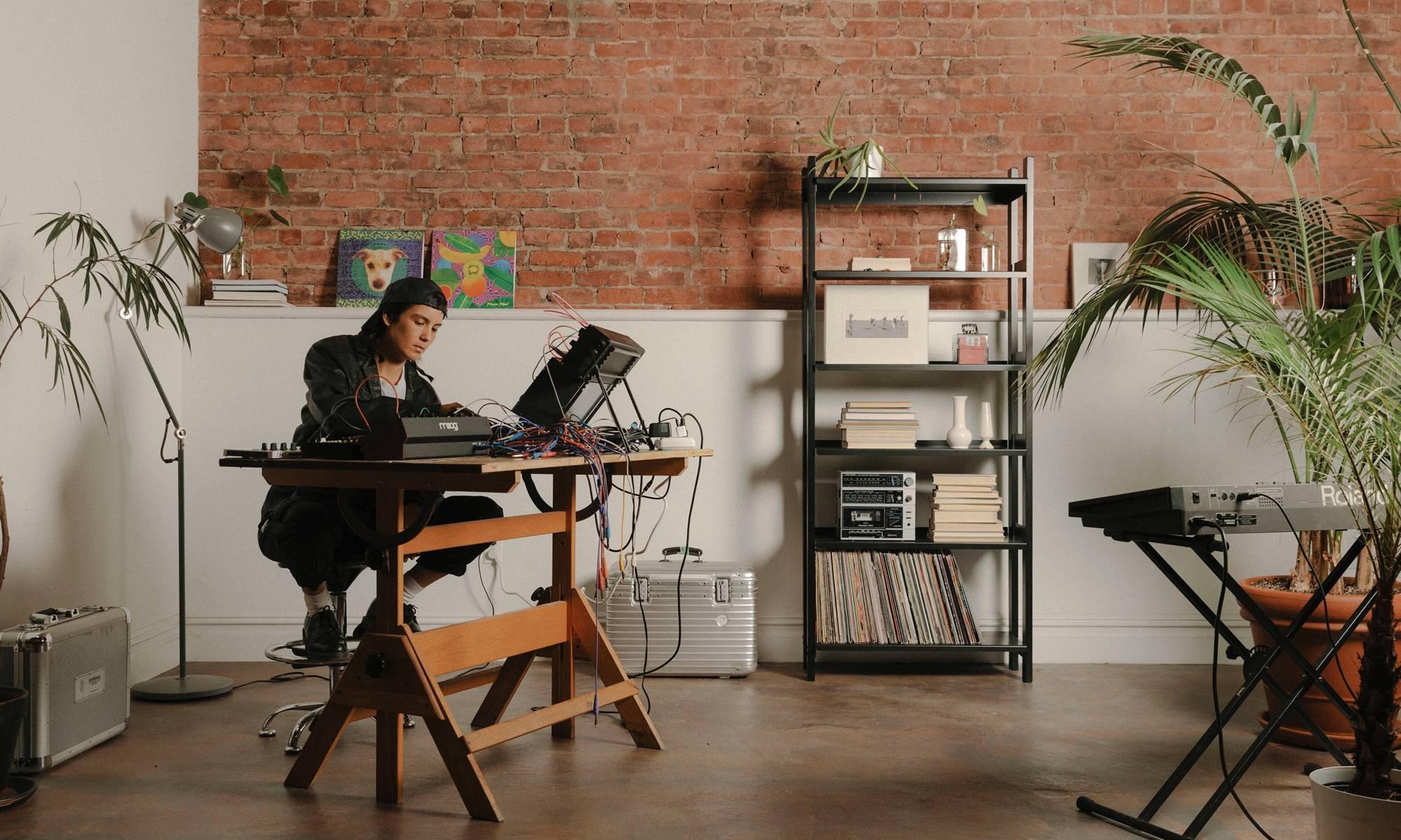 Kim Ann Foxman in the studio with a Floyd shelf.
