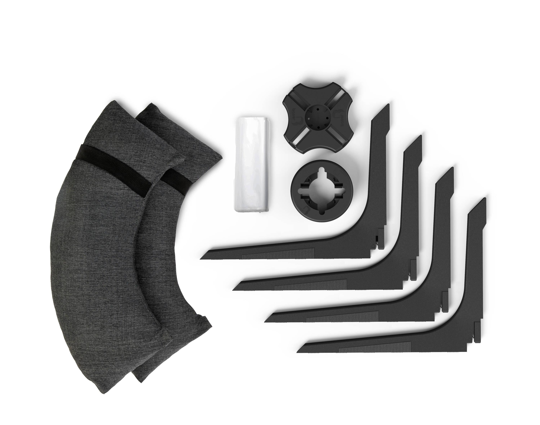 Baser parasolfod oversigt over alle delene. Der er fire dele i en Baser parasolfod. En baseplade, en ring, fire fødder og 2 sandsække.