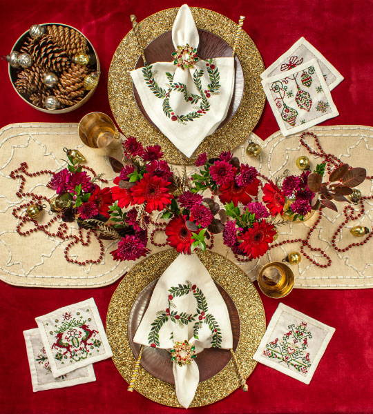Red Christmas table setting