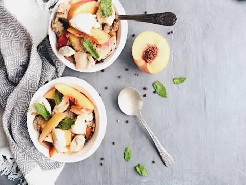 Recette de poulet accompagné d'une salade de quinoa, tomates et nectarines, sur le blogue de Isabelle Huot Docteure en nutrition