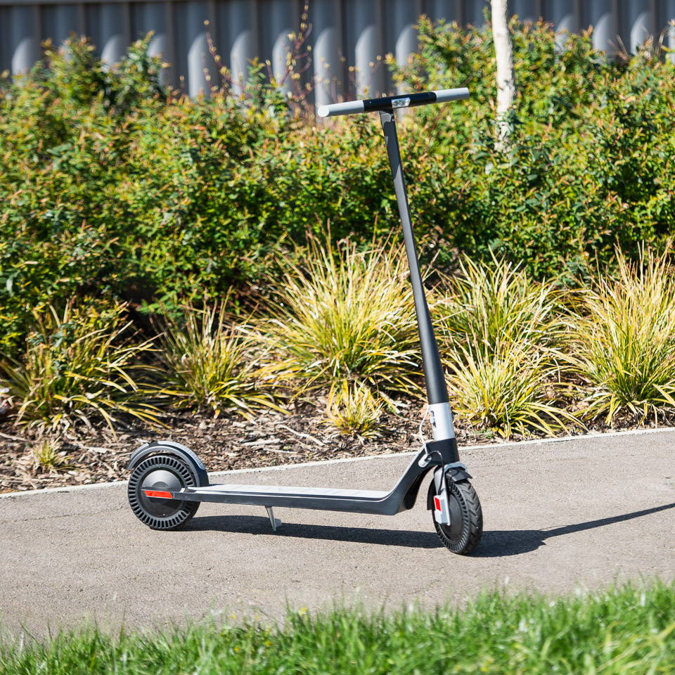 Unagi Model One Scooter Review 在路上展開