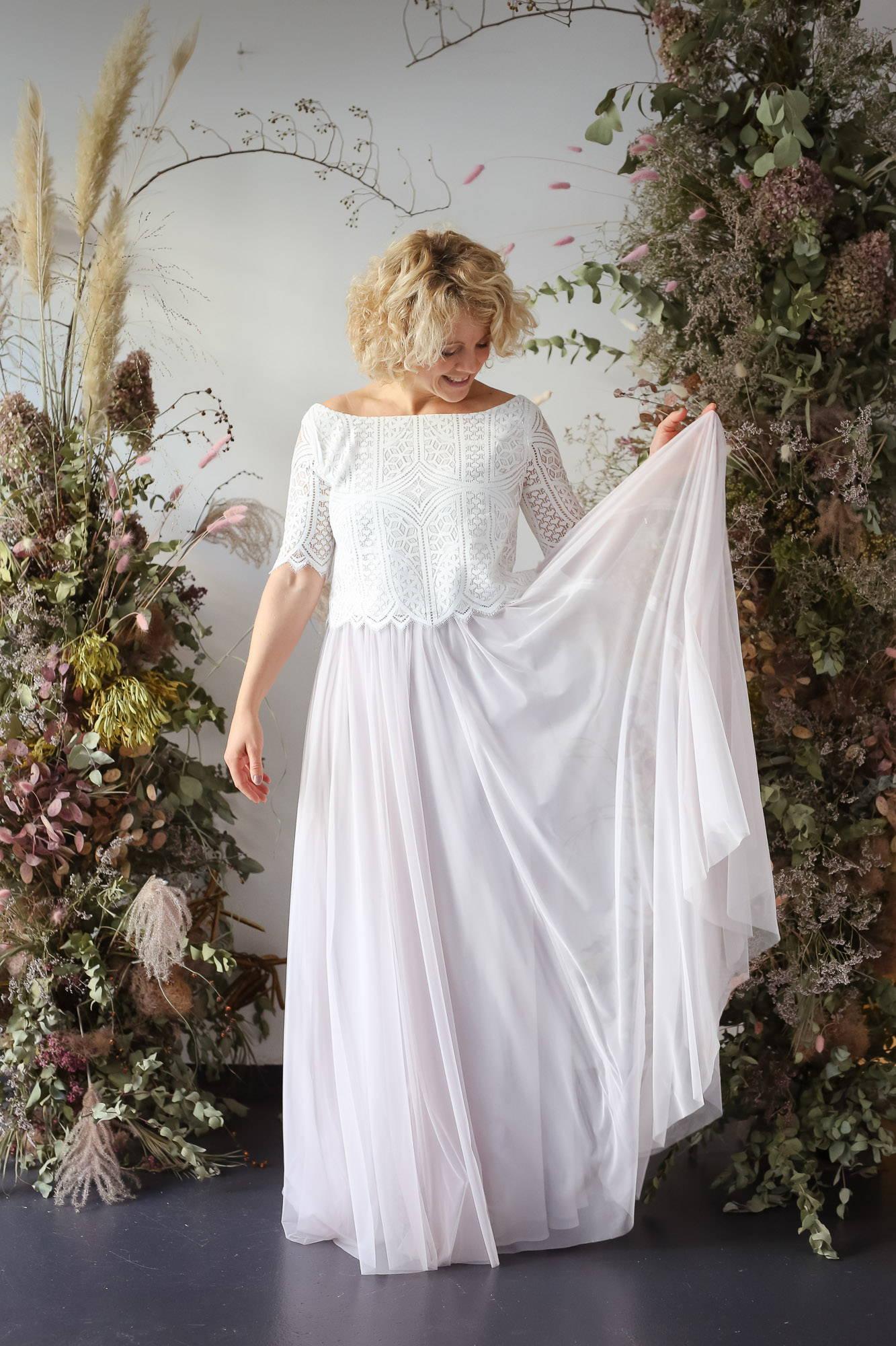 noni Brautkleider, zweiteiliges Boho-Brautkleid mit Spitzentop und langem Tüllrock in Pastellviolett