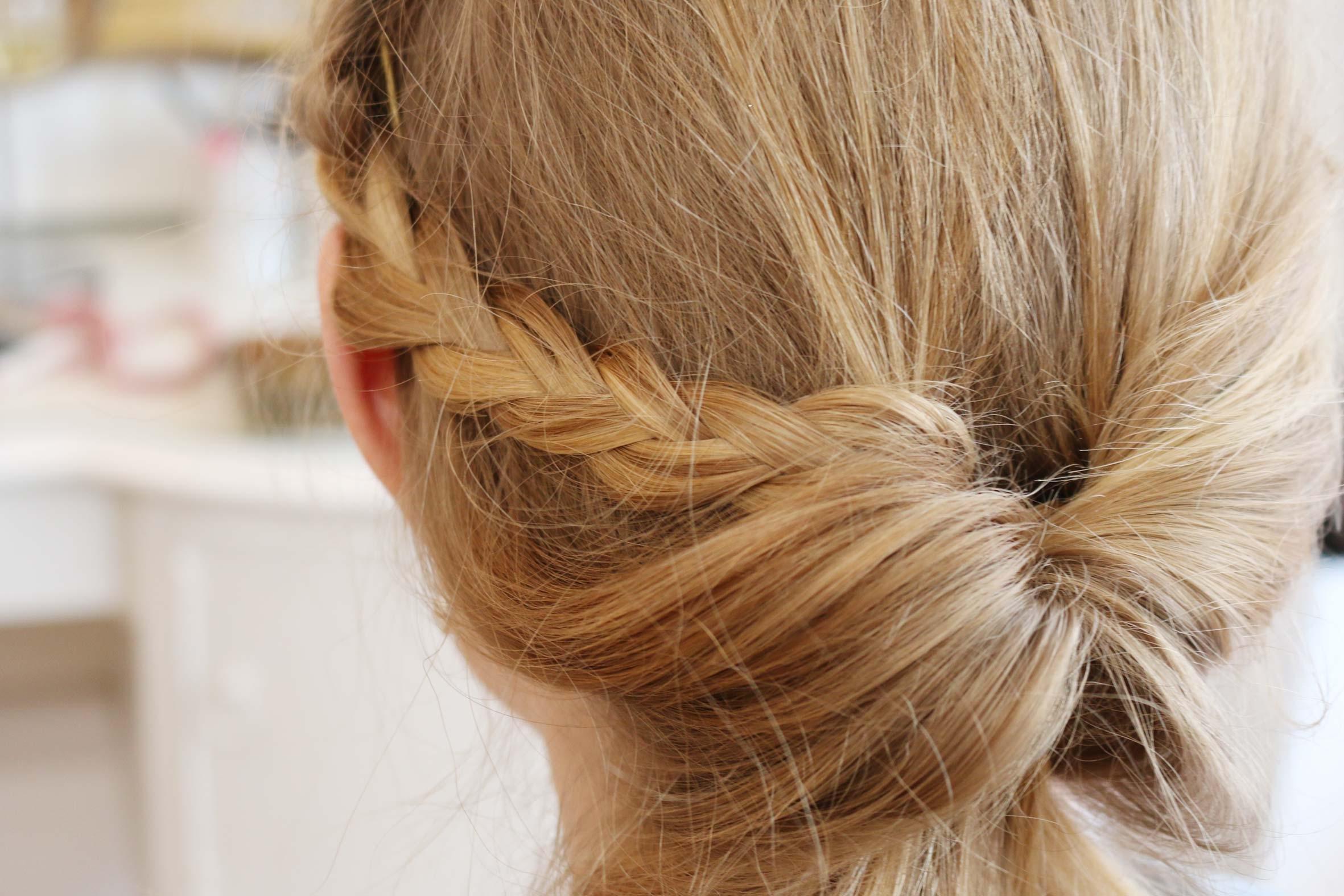 flecht detail in blondem haar vom flecht frisuren kurs von püppikram