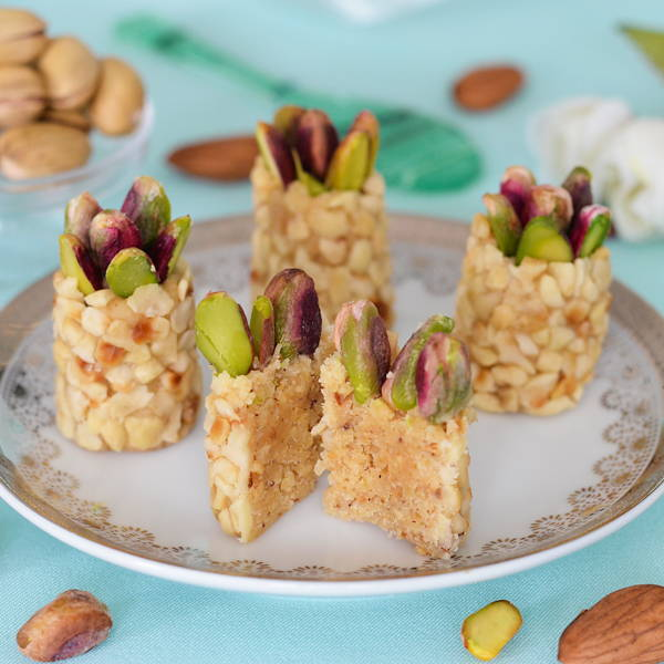 Chopped almond and hazelnut topped with pistachio