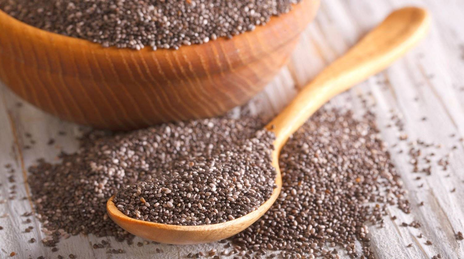 Featured  | Healthy Chia seeds in a wooden spoon | How To Eat Chia Seeds | 21 Chia Seed Uses
