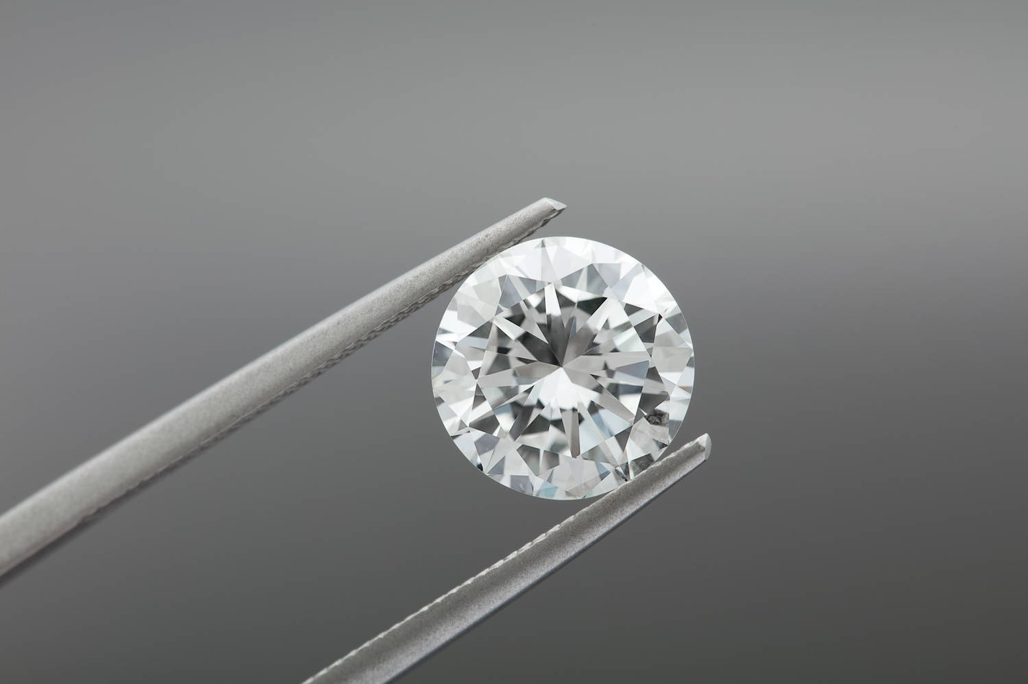 Cut and polished cultivated/lab-grown diamond