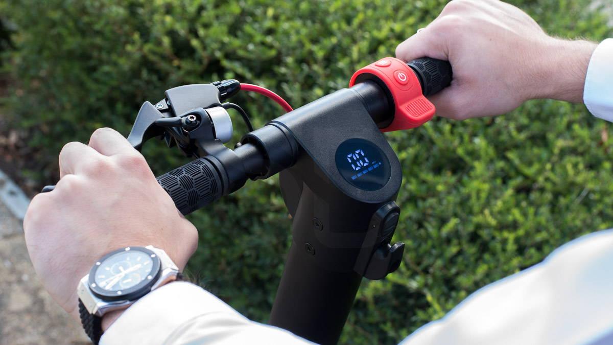 體面的 X7 踏板車剎車和儀表板